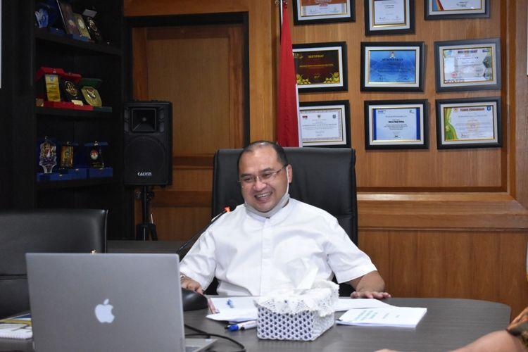Gubernur Kepulauan Bangka Belitung (Babel) Erzaldi Rosman dalam kegiatan Presentasi Inovasi dan Kolaborasi Keterbukaan Informasi Publik tahun 2020, melalui video conference, Selasa (6/10/2020).
