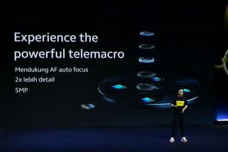 Country Director Xiaomi Indonesia, Alvin Tse, mengumbar kamera telemacro di Poco F2 Pro.