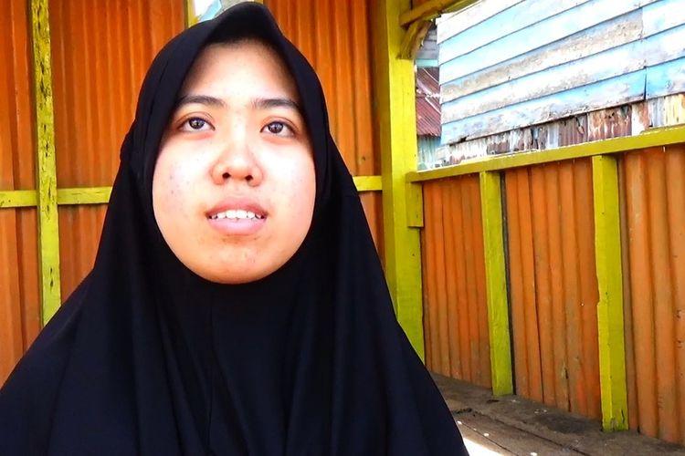 Nurul Fadhatussiyadah (19), mahasiswi kedokteran yang baru pulang dari China saat diwawancara di rumahnya di Kelurahan Untia, Kecamatan Biringkanaya, Makassar, Senin (17/2/200).