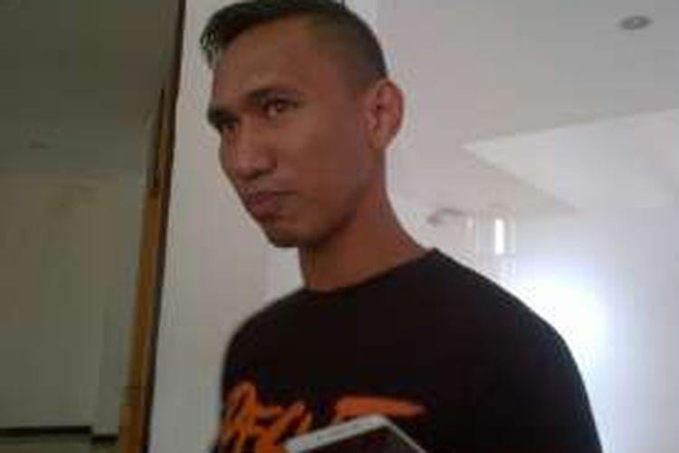 Pemain Pusamania Borneo FC yang juga mantan penggawa timnas Indonesia Zulkifli Syukur saat ditemui wartawan di Graha Persib, Jalan Sulanjana, Selasa (13/12/2016) kemarin. KOMPAS.com/DENDI RAMDHANI