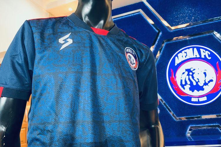 Detail jersey Arema FC untuk mengarungi Liga 1 2021 yang diperkenalkan di Champions Corner Malang, Jawa Timur, Selasa (17/8/2021) siang.