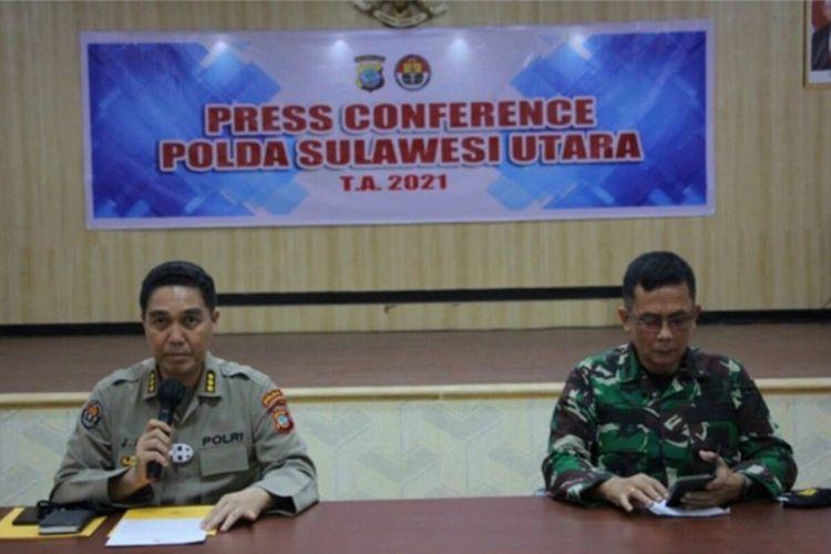 Polda Sulut bersama Kodam XIII/Merdeka saat memberikan keterangan pers.
