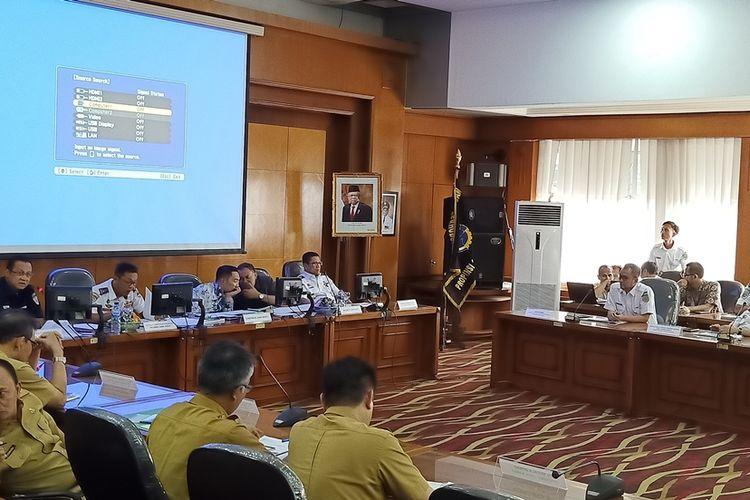 Rapat Koordinasi Kereta Api yang akan menyambungkan Stasiun Kereta Api Cepat Tegalluar dan Stasiun Bandung di Kantor Dishub Jawa Barat, Senin (9/12/2019).