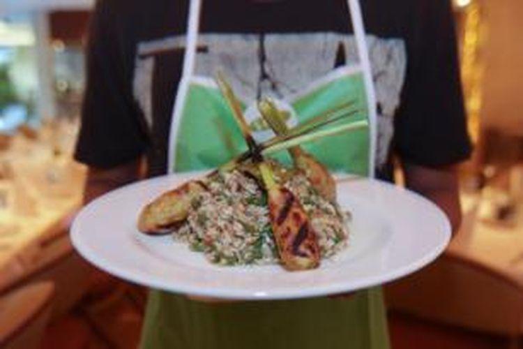 Lawar dan sate lilit, kuliner khas Bali.