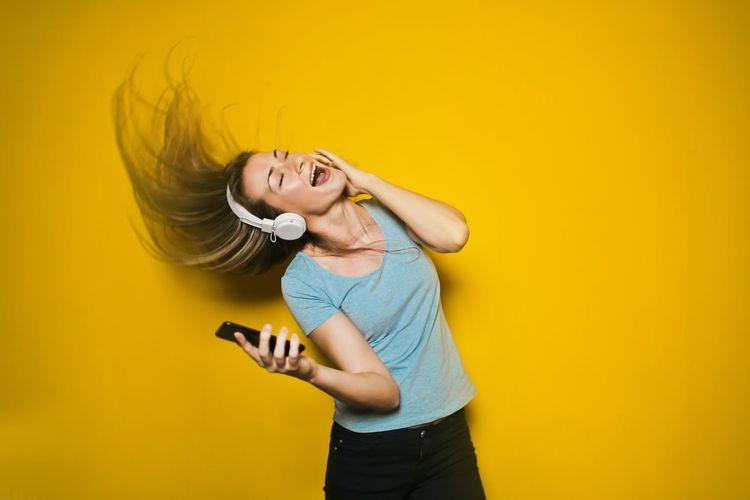Cara merawat telinga dilakukan dengan membersihkannya secara rutin dan menghindarkan dari suara-suara keras.