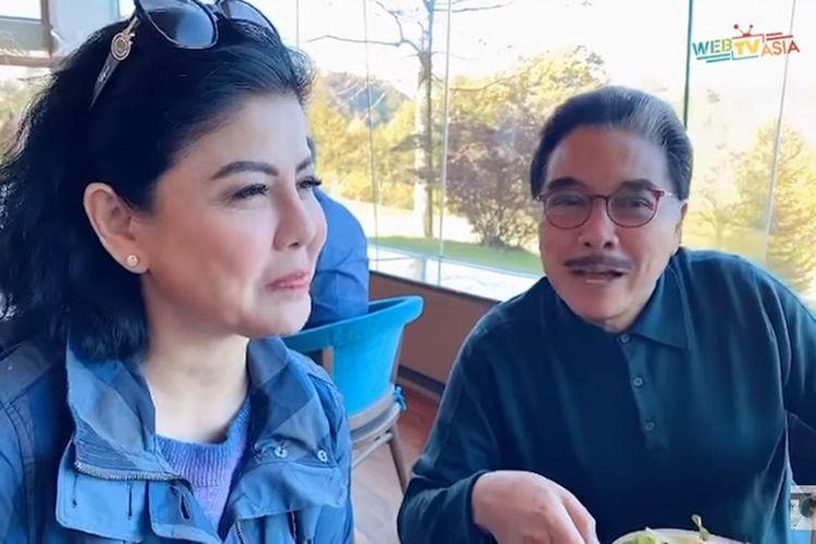 Desiree Tarigan dan pengacara Hotma Sitompoel saat liburan di Jepang.