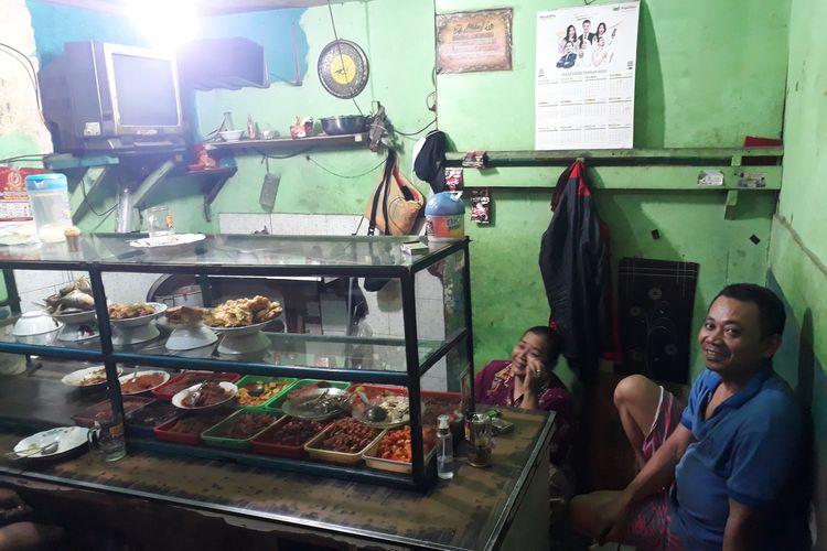 Warteg (warung makan) milik Nur Aliah di Jalan Ki Mangun Sarkoro, Bekasi Timur, Kota Bekasi, Kamis (16/4/2020).