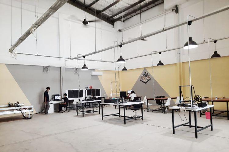 Fabrication Laboratory (Fablab) di kawasan Medical Science Center, Kota Jababeka Cikarang.