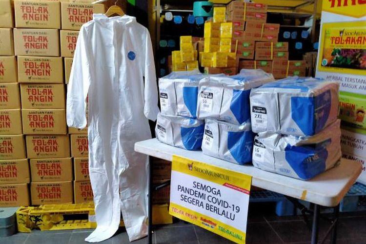 PT Industri Jamu dan Farmasi Sido Muncul Tbk. menyiapkan bantuan Alat Pelindung Diri (APD) lengkap untuk tenaga kesehatan di berbagai rumah sakit di Indonesia.