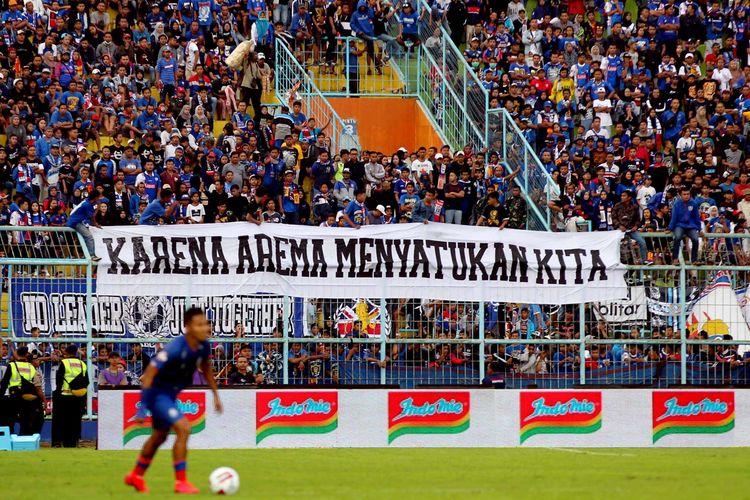 Aremania, sebutan pendukung Arema FC.