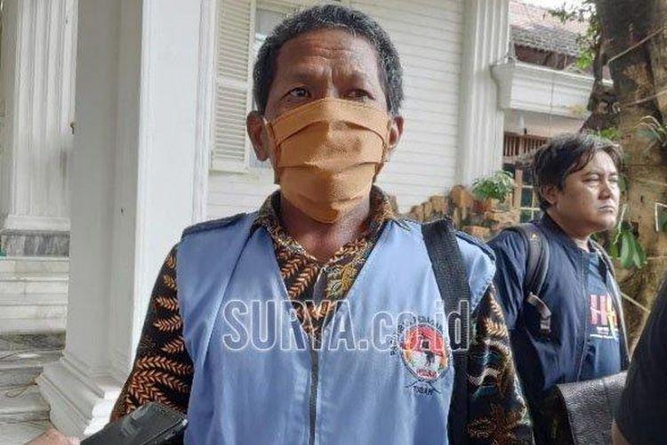 Gunadi (51) pedagang keliling menceritakan kondisinya di tengah wabah corona, Senin (6/4/2020)