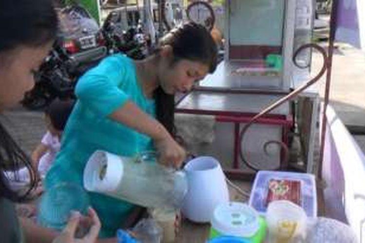 Jus kurma madu menjadi salah satu pilihan menu berbuka puasa yang sehat sekaligus menyegarkan bagi warga Kota Pangkalpinang, Kepulauan Bangka Belitung.