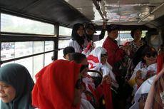 Malas Berjalan Kaki, Relawan Jokowi Pilih Naik Kopaja