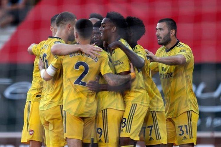 Para pemain Arsenal merayakan gol yang dicetak Joseph Willock dalam laga menghadapi Southampton pada lanjutan Liga Inggris pekan ke-31 yang digelar di St Marys Stadium, Jumat (26/6/2020).