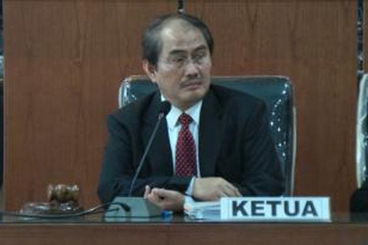 Ketua Dewan Kehormatan Penyelenggara Pemilu (DKPP) Jimly Asshidiqie, dalam sidang pembacaan putusan yang digelar di Ruang Sidang DKPP, Jakarta, Rabu (31/7/2013).