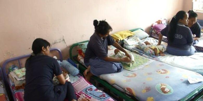 Ruang ibu dan anak yang terletak di blok satu hanya memiliki daya tampung maksimal 10 ibu dan anak.