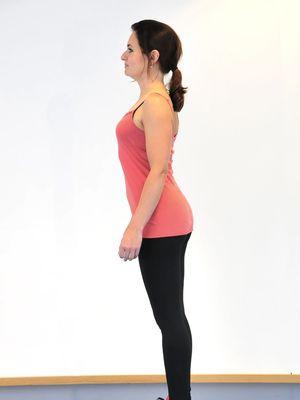 Hiperlordosis, pantat menonjol ke belakang yang menciptakan postur Donald Duck. Ada beberapa gerakan yang disarankan untuk memperbaiki postur ini.