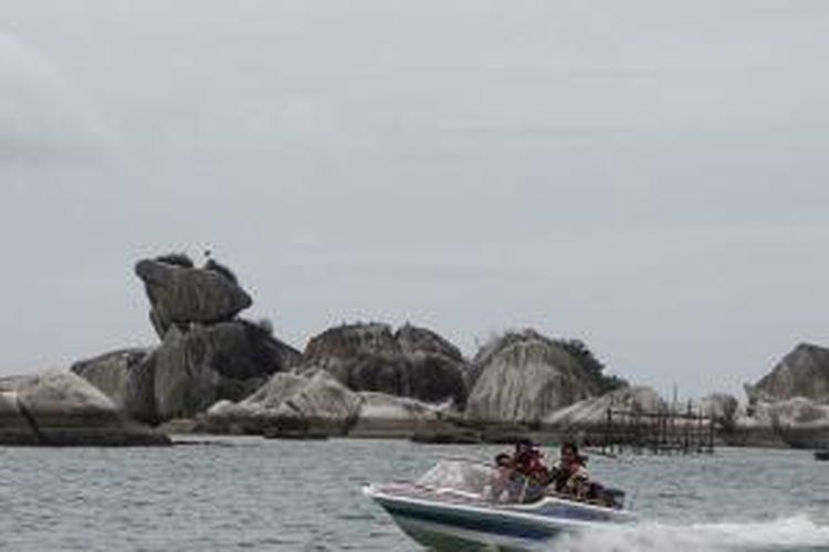 Pulau Burung, Batu-batu granit tersusun unik menyerupai kepala burung, Sabtu (07/06/2014)