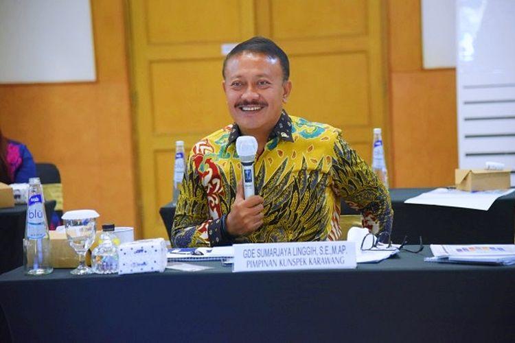 Wakil Ketua Komisi VI DPR RI Gde Sumarjaya Linggih saat memimpin pertemuan Tim Kunjungan Kerja Spesifik Komisi VI DPR RI dengan direksi Perum Peruri, PT Pindad dan PT Angkasa Pura II di Karawang, Jawa Barat, Kamis (26/11/2020).
