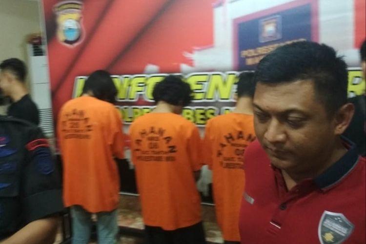 Kasat Reskrim Polrestabes Makassar AKBP Indratmoko saat konferensi pers kasus penganiayaan yang menyebabkan mahasiswa UMI meninggal dunia di aula Polrestabes Makassar, Kamis (14/11/2019).