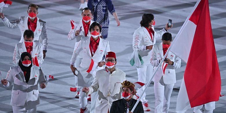Kontingan indonesia dalam parade pembukaan Olimpiade Tokyo 2020 di Olympic Stadium, Jepang, pada Jumat (23/7/2021) malam WIB.