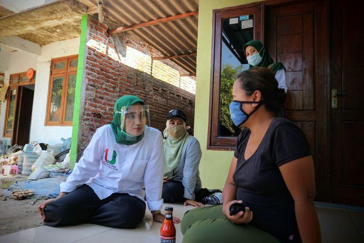 Calon Wakil Bupati Mojokerto Titik Masudah, saat kampanye tatap muka di Desa Talok, Kecamatan Dlanggu, Kabupaten Mojokerto, Jawa Timur, awal Oktober 2020.