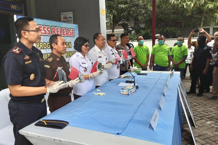 Kepala BNNP Jawa Tengah, Brigjen Polisi, Benny Gunawan saat jumpa pers terkai penangkaan pengedar narkoba. KOMPAS.COM/SLAMET PRIYATIN