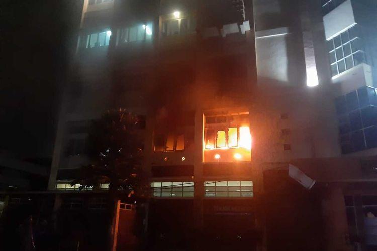 Kondisi laboratorium manufaktur di Gedung Fakultas Teknik Universitas Brawijaya, Kota Malang yang terbakar pada Minggu (26/9/2021) malam.