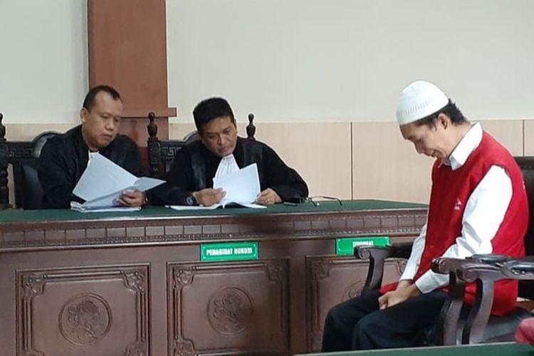 Sidang lanjutan kasus mutilasi dengan terdakwa Deni Priyanto (37) di Pengadilan Negeri (PN) Banyumas, Jawa Tengah, Selasa (10/12/2019).(KOMPAS.COM/FADLAN MUKHTAR ZAIN)