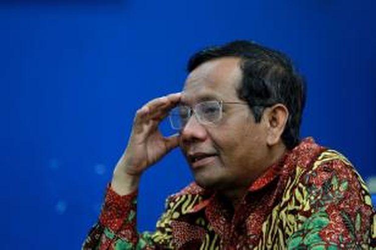 Mantan Ketua Mahkamah Konstitusi Republik Indonesia, Mahfud MD mengunjungi redaksi Kompas.com di Jakarta, Kamis (19/9/2013). Dalam kunjungan tersebut, Mahfud memaparkan gagasan kebangsaannya terkait dukungan untuk mencalonkan diri menjadi calon presiden pada pemilu 2014.