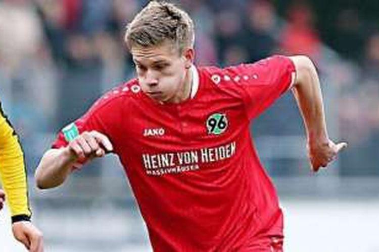 Pemain muda Hannover 96, Niklas Feierabend, meninggal dunia karena kecelakaan pada Minggu (1/5/2016).