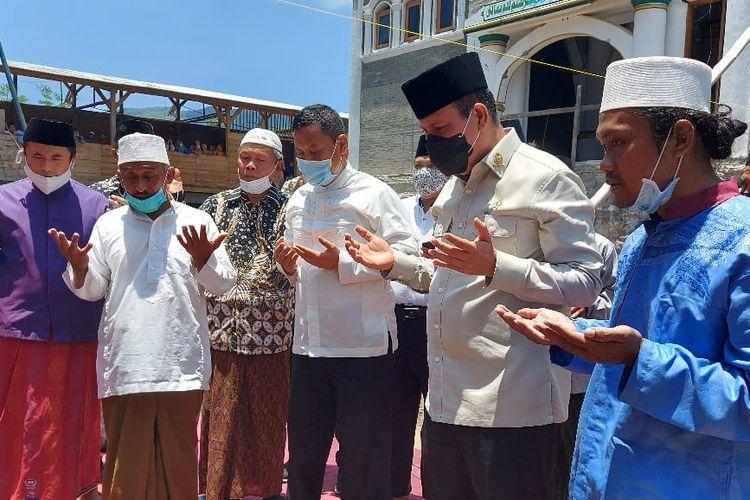 Kepala Badan Nasional Penanggulangan Terorisme (BNPT) Komjen Pol. Dr. Boy Rafli Amar  membantu pembangunan Masjid di Pesantren Al-Qonaah Wuluhan Jumat (23/10).