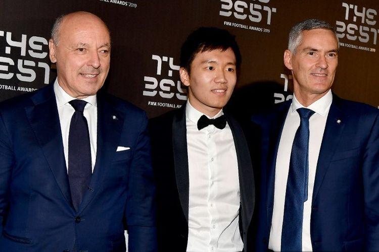 Giuseppe Marotta, Steven Zhang dan, Alessandro Antonello tiba untuk upacara Penghargaan Sepakbola FIFA Terbaik, pada 23 September 2019 di Teatro alla Scala di Milan. (Photo by Tiziana FABI / AFP)
