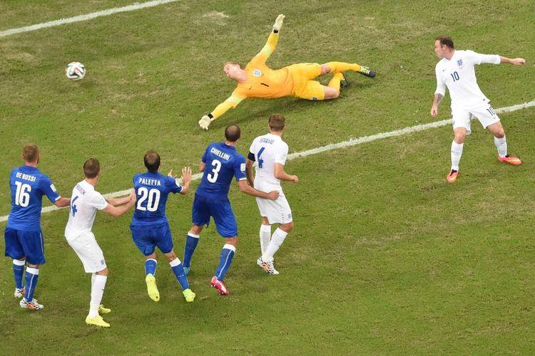 Aksi Inggris vs Italia pada laga Grup D Piala Eropa di Amazonia Arena, Manaus, pada Piala Duia 2014, yang bergulir 14 Juni 2014.