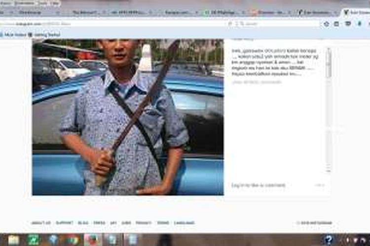 Foto seorang sopir taksi membawa golok yang diunggah Ivan Gunawan di akun Instagram-nya, Selasa (22/3/2016). Namun foto yang sudah beredar di media sosial itu belum terverifikasi apakah terkait unjuk rasa sopir taksi atau tidak.