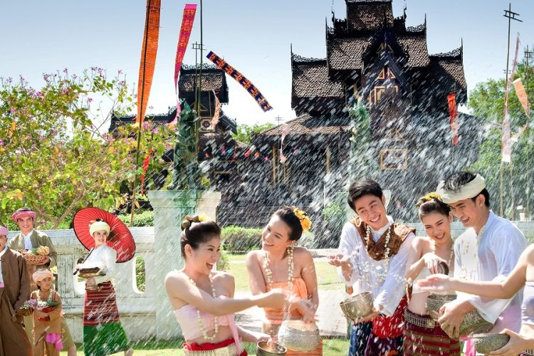 Festival Songkran di Thailand.