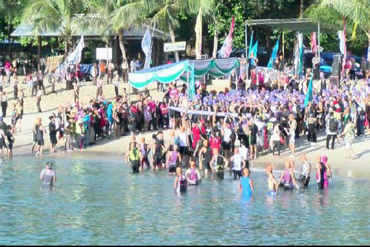 Peserta Sungailiat Triathlon Internasional 2017 saat bersiap lomba.