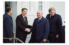 Restrukturisasi Ekonomi Gorbachev: Latar Belakang, Ciri dan Dampaknya