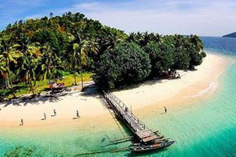 Pantai Pagang di Sumatera Barat.