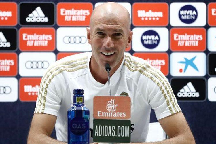 Pelatih Real Madrid, Zinedine Zidane, saat jumpa pers jelang laga Real Madrid vs Getafe, Kamis (2/7/2020) WIB.