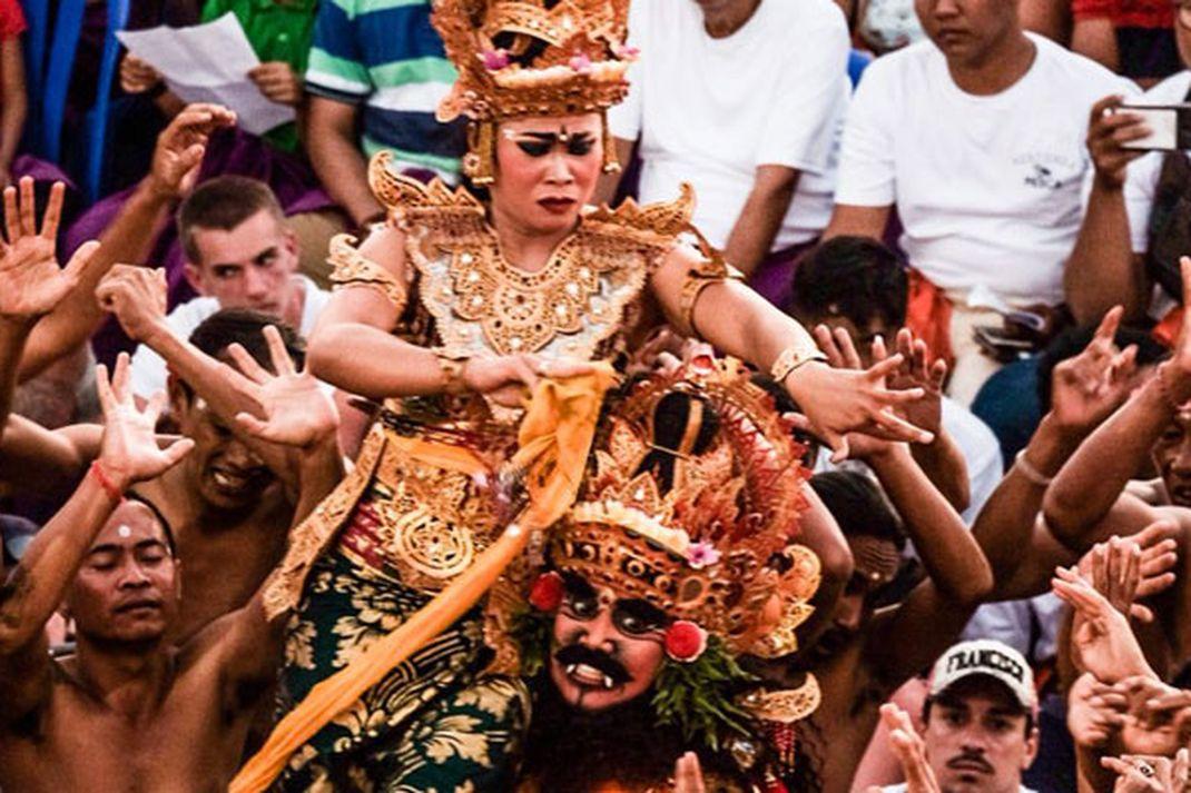 Travel - Tari Kecak di Pura Uluwatu-Bali