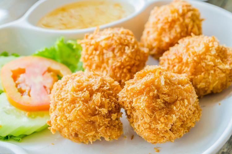 Ilustrasi bakso goreng udang ayam.