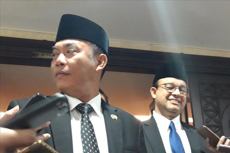 Ketua DPRD DKI Jakarta Prasetyo Edi Marsudi dan Gubernur DKI Jakarta Anies Baswedan di Gedung DPRD, Senin (1/7/2019)