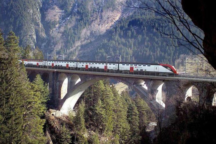 Negara kecil di Eropa ini memiliki jaringan transportasi terpadu, yang terdiri dari sekitar 250 penyedia layanan berbeda