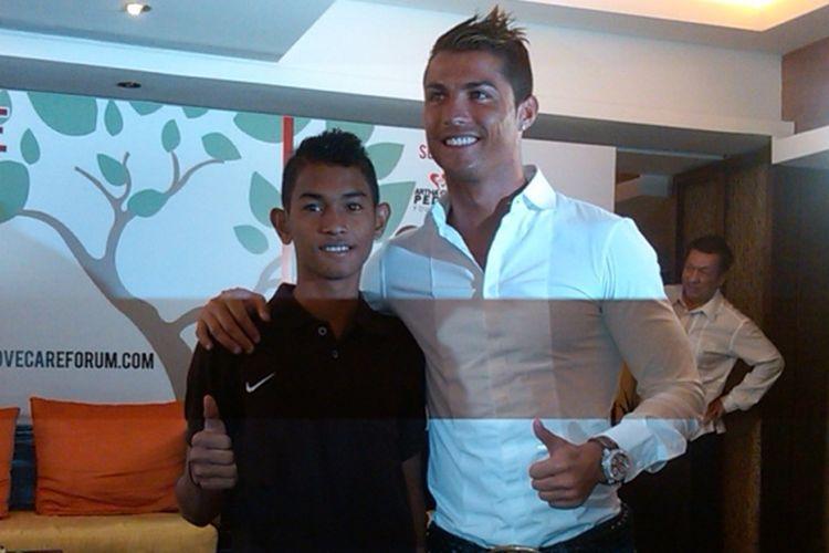 Cristiano Ronaldo bereuni dengan Martinus, remaja asal Aceh yang selamat dari tsunami 2004 silam.