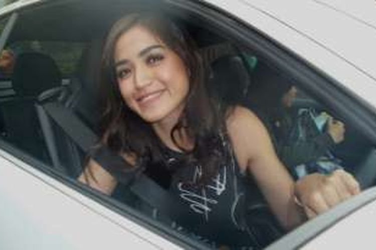 Jessica Iskandar ditemui sehabis menjalani shooting acara televisi Pesbuker di Studio ANTV, Epicentrum, Kuningan Jakarta Selatan, Senin (25/7/2016).