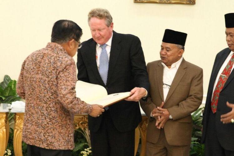 Wakil Presiden Jusuf Kalla menerima deklarasi antiperbudakan modern di Istana Wakil Presiden, Selasa (14/3/2017).