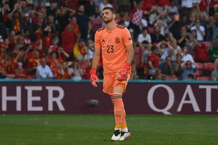 Eksrepsi kekecewaan kiper timnas Spanyol, Unai Simon, setelah melakukan blunder fatal yang berujung gol bunuh diri pada laga 16 besar Euro 2020 melawan timnas Kroasia di Stadion Parken, Senin (28/6/2021) malam WIB.