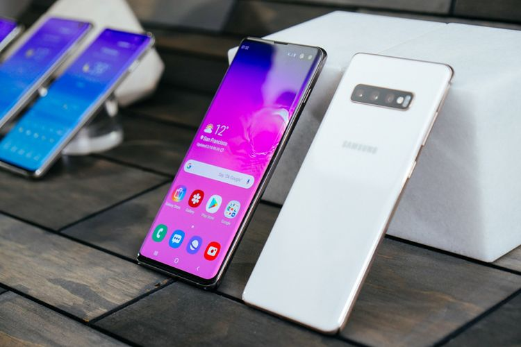 Galaxy S10 Plus, varian warna putih.