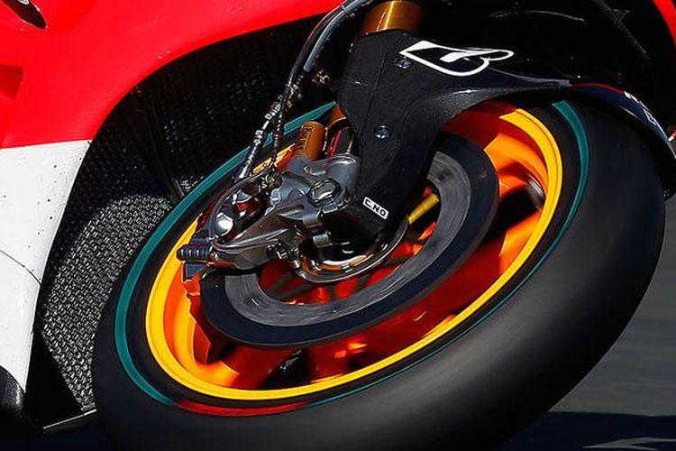 Semua pebalap MotoGP diizinkan memilih menggunakan cakram rem berukuran 340 mm.